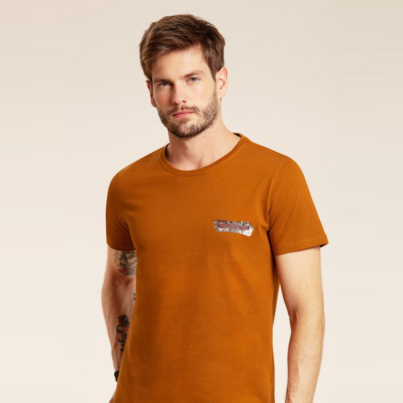 Camiseta manga curta estampa lettering