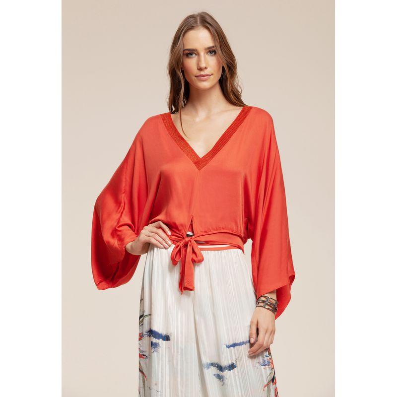 Blusa manga evasê e faixa para amarração